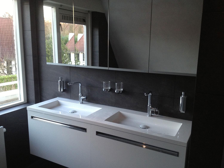 Badkamers enschede zwart wit installatiebedrijf r van baren