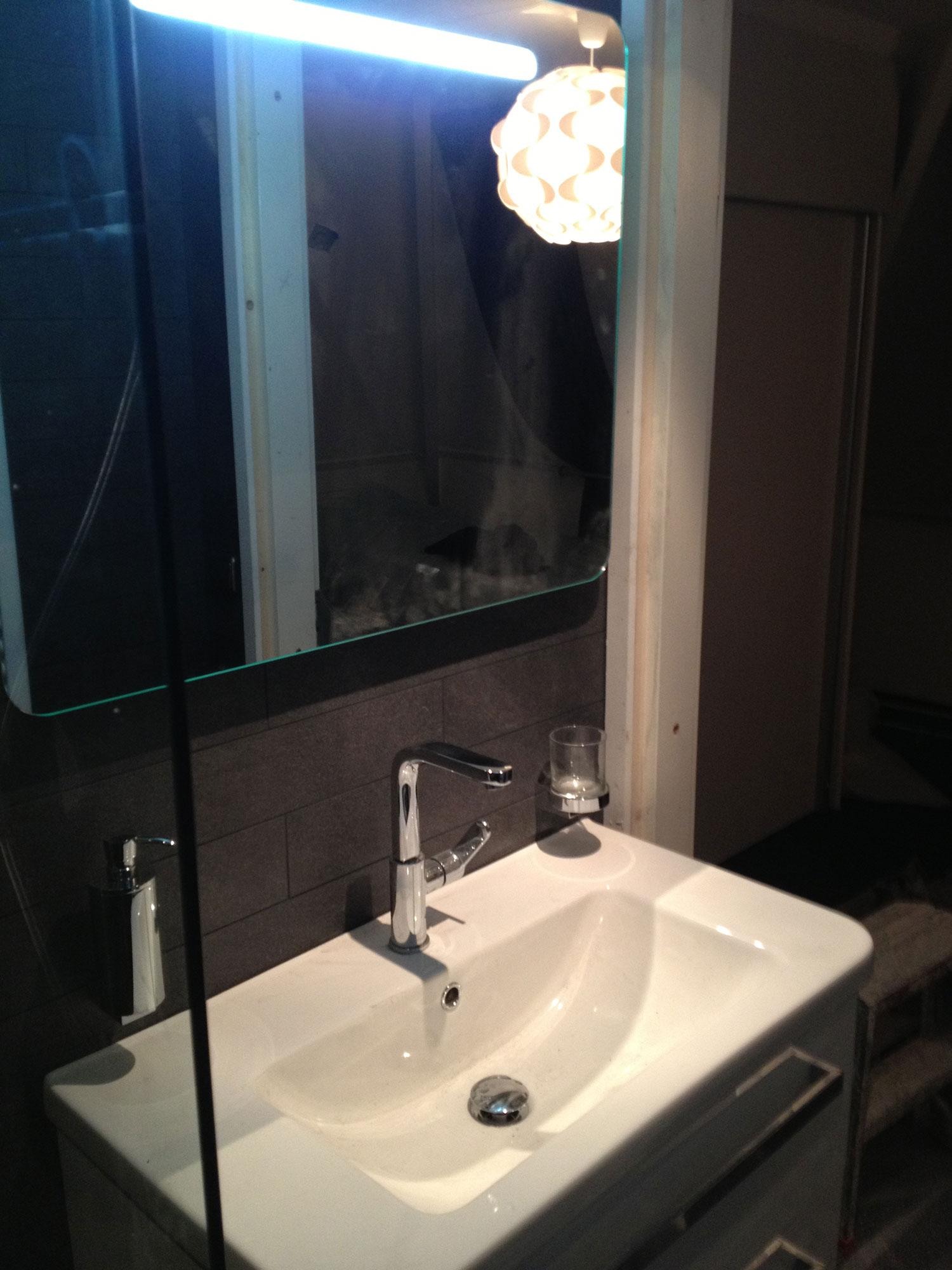 Badkamers Enschede (zwart/wit) | Installatiebedrijf R. van Baren