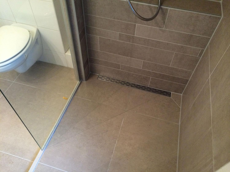 Renovatie Badkamer Tegels : Badkamer renovatie enschede bruin installatiebedrijf r. van baren