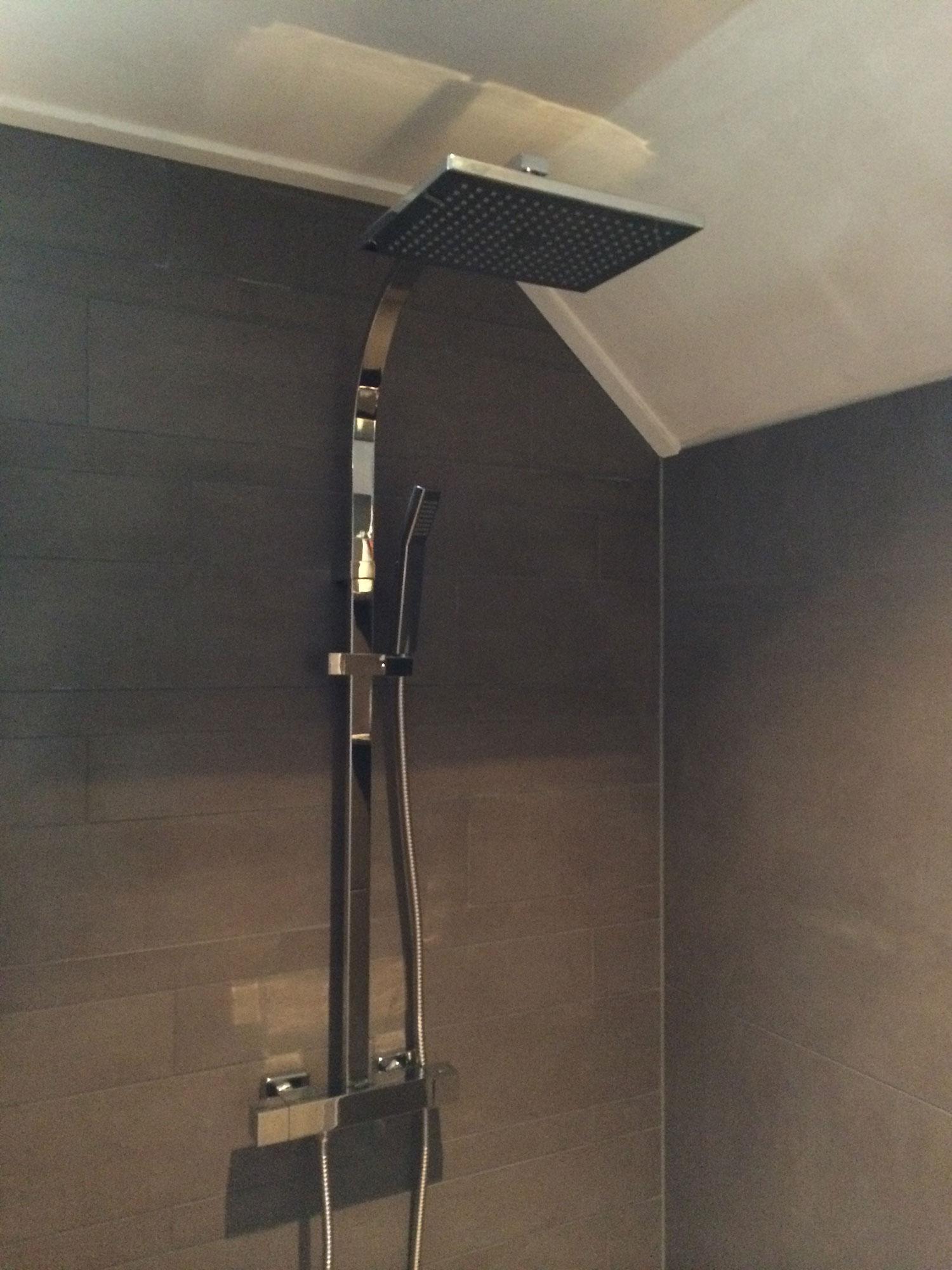 Badkamer Gaanderen (bruin) | Installatiebedrijf R. van Baren