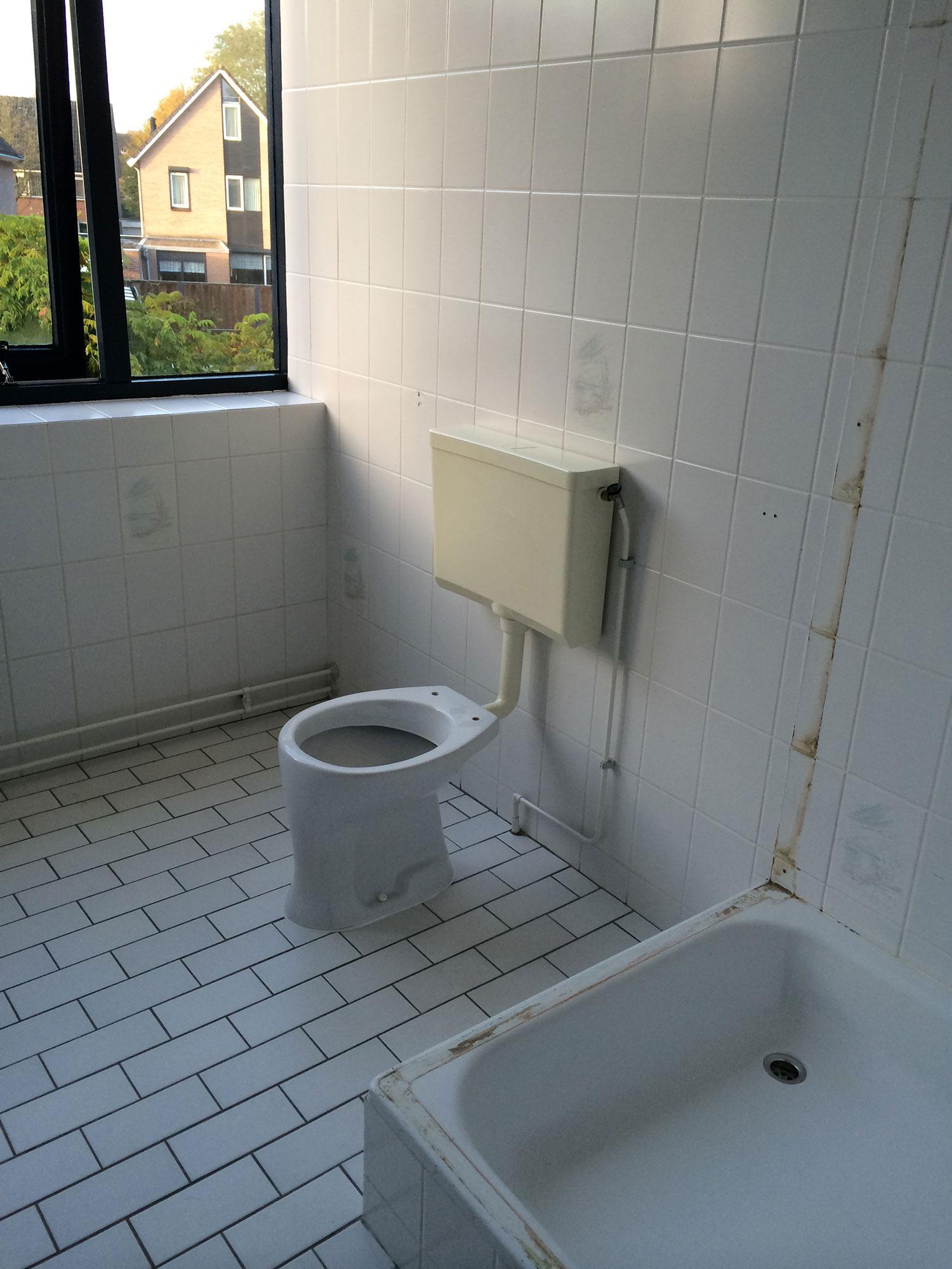 Badkamer Enschede (grijs/wit) | Installatiebedrijf R. van Baren